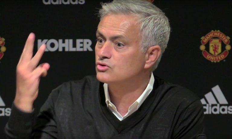 Jose Mourinho trollasi Manchester Unitedia entisen työnantajansa avausottelun alla.