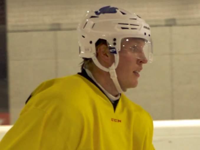 Patrik Laine harjoittelee SC Bernin kanssa, sillä hänellä ei ole edelleenkään NHL-sopimusta.
