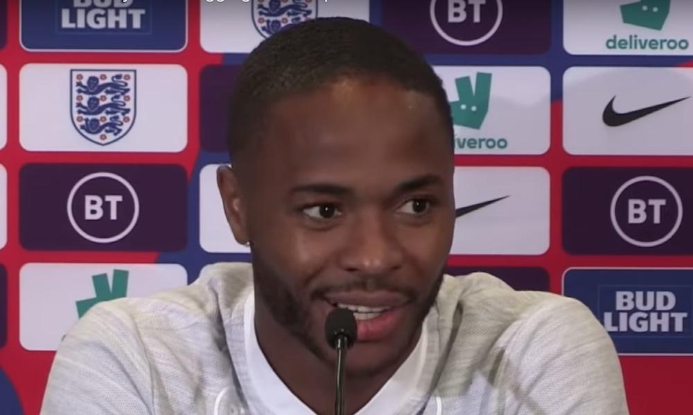 Raheem Sterling antoi kenkänsä nuorehkolle pojalle Em-karsintaottelun jälkeen, kun Englanti kaatoi Kosovon kotonaan lukemin 5-3.