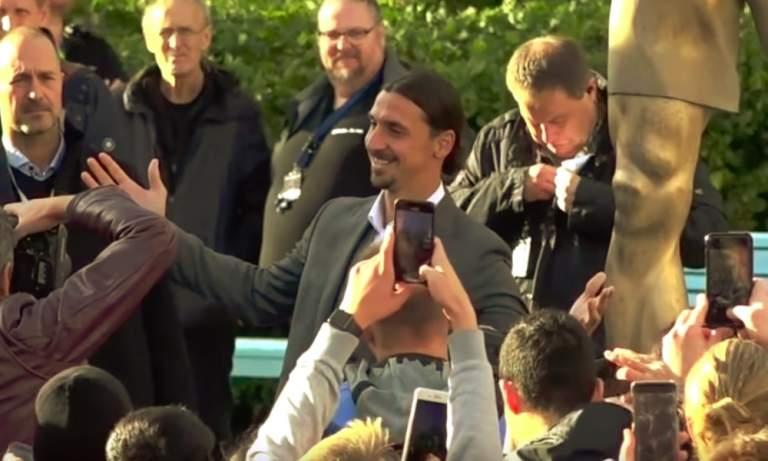 Zlatanin patsas sytytettiin tuleen Malmö-fanien toimesta, kun hän oli ostanut puolet Hammarby IF:n osakkeista.