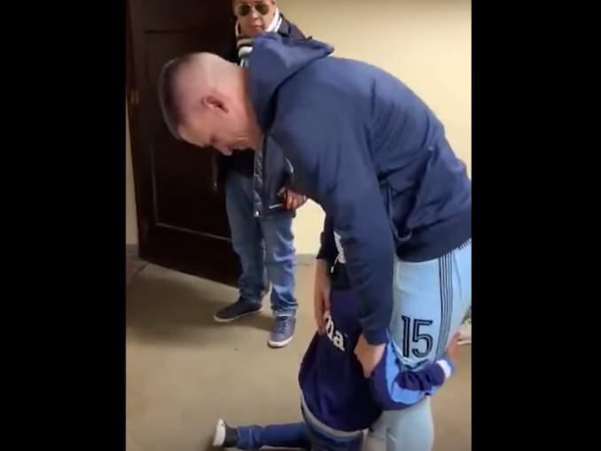 Nuori fani sai Juanmi Callejónin kyynelehtimään. Bolivar-paidassa viimeisen ottelun jälkitilanteet olivat liikaa keskikenttäpelaajalle.