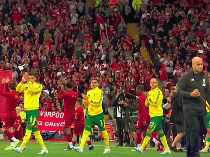 Teemu Pukki ja Norwich-pelaajat saivat perinnön, kun kanarianlintujen kannattaja Barrie Greavesmenehtyi 2019 joulukuussa.