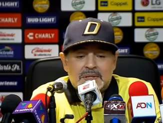 Vetääkö Maradona aineita kesken pelin? Sosiaalisessa mediassa julkaistiin video, joka herättää todella paljon kysymyksiä ja spekulaatioita.