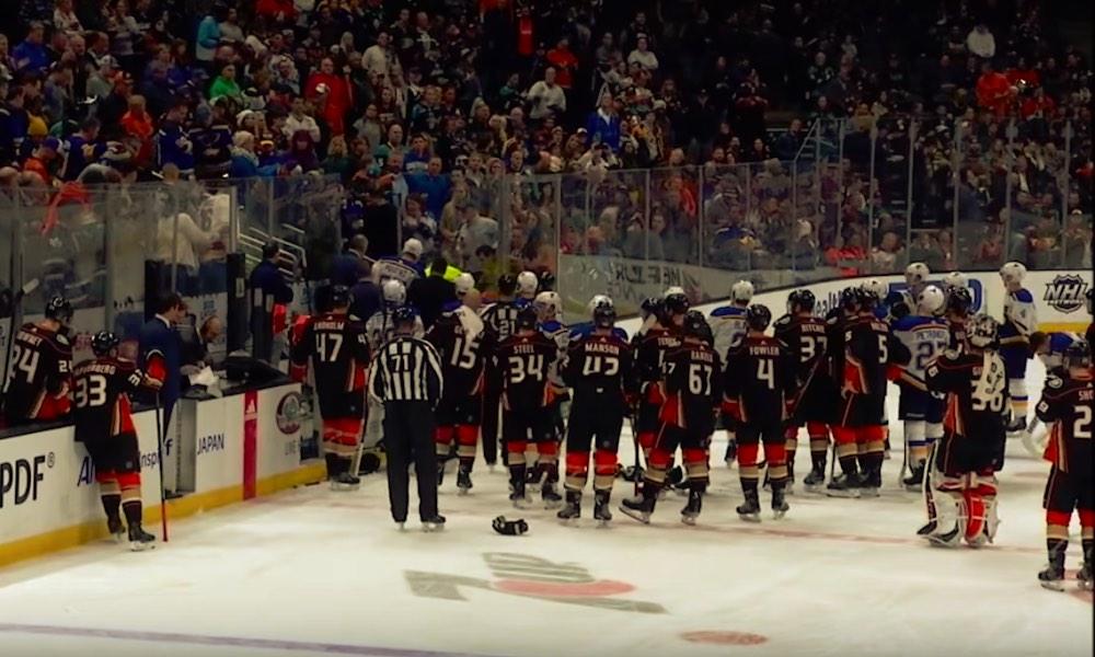 St. Louis Bluesin Jay Bouwmeesterin sydän pysähtyi kesken Anaheim Ducksia vastaan pelatun ottelun.