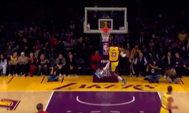 Vuoden urheilukuva näki päivänvalonsa LA Lakersin LeBron Jamesin huikean donkin myötä, jonka hän suoritti Houston Rocketsia vastaan?!