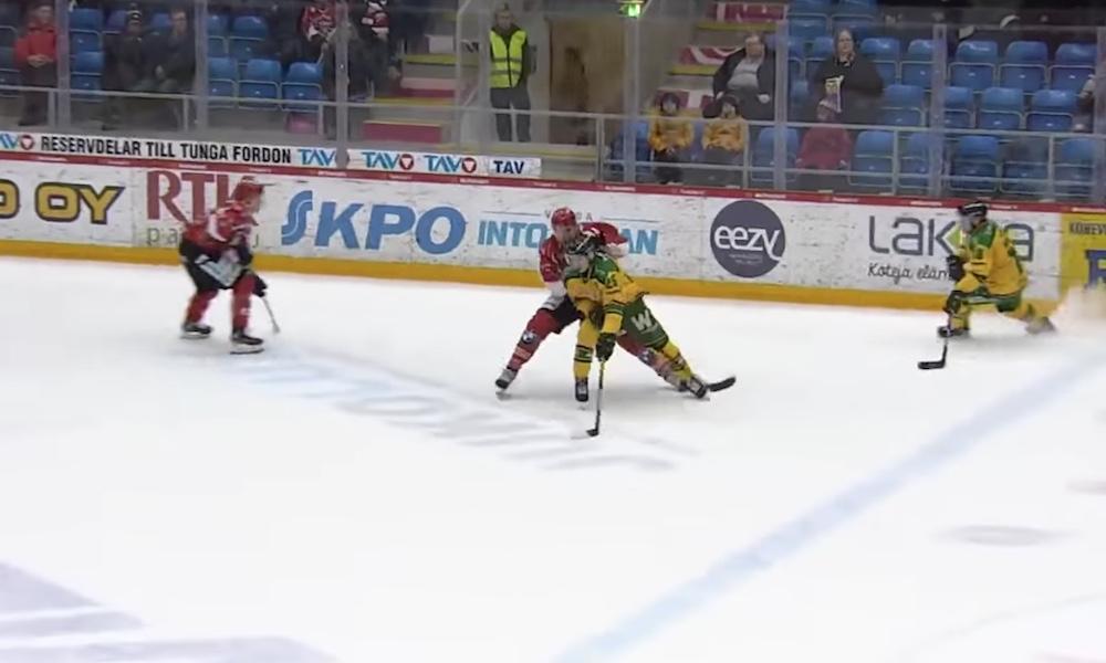 Kotimainen SM-liigakausi päättyy välittömästi koronaviruspandemian takia, ilmoitti Liiga verkkosivuillaan. Suomen mestaruus jää kokonaan jakamatta.