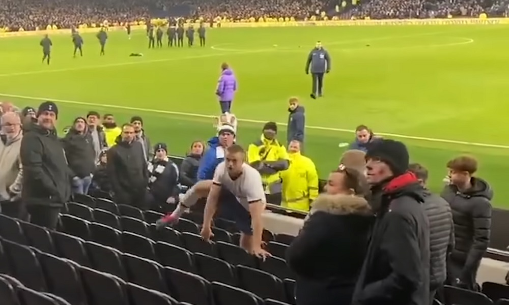 Eric Dierin tulistumisesta tulossa jonkunlaisia sanktioita. Tottenham-pelaajan katsomoon kiipeäminen ja faneihin käsiksi käyminen oli liikaa FA:lle.