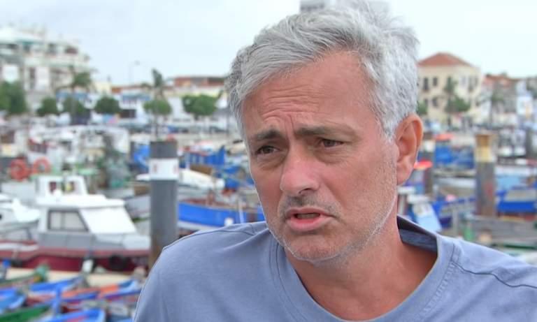 Tottenhamin manageri Jose Mourinho piti treenit tiistaina keskikenttäpelaaja Tanguy Ndombelelle Lontoossa sijaitsevassa puistossa.