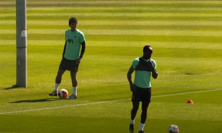 Liverpool-fanit saivat iloa irti Manén ja Firminon hiustyyleistä.