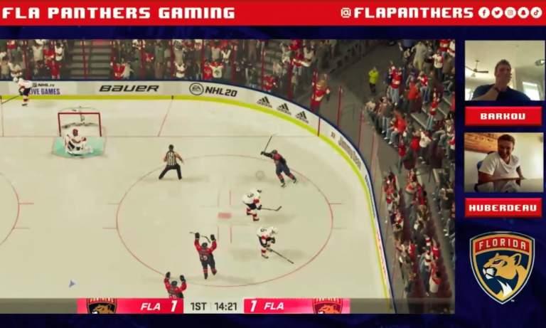Aleksander Barkov sai kunnon tukkapöllyn Huberdeau'lta NHL 20:ssa.
