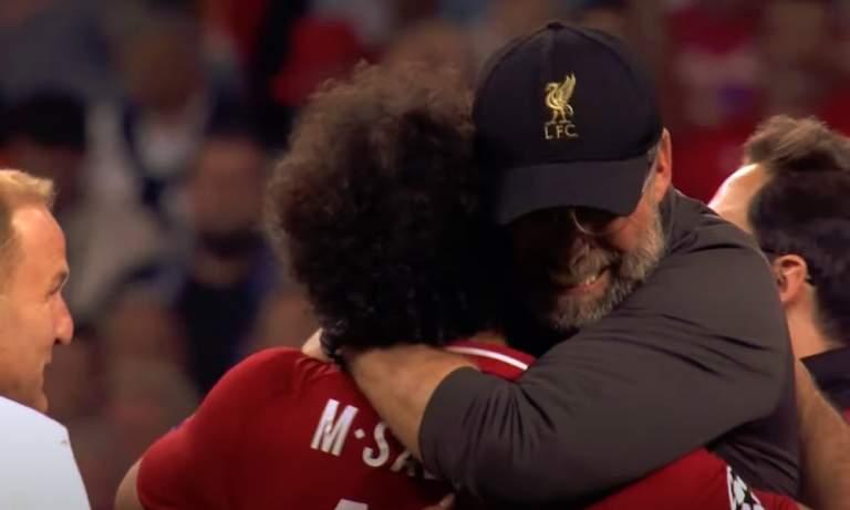 Jürgen Klopp itki Liverpool-legendojen äärellä, kun mestaruus oli varmistunut ja 30 vuoden mittainen piina kaupungissa oli päättynyt.