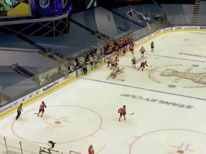 Flyers-Penguins-ottelu muistutti junnuturnausta - monella tapaa!