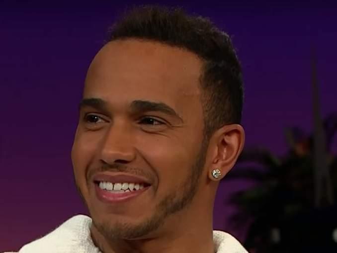 Lewis Hamilton myönsi artistinimensä. Kuusinkertainen maailmanmestari kertoi Instagram-tarina -osiossaan tehneensä musiikkia jo 10 vuoden ajan.