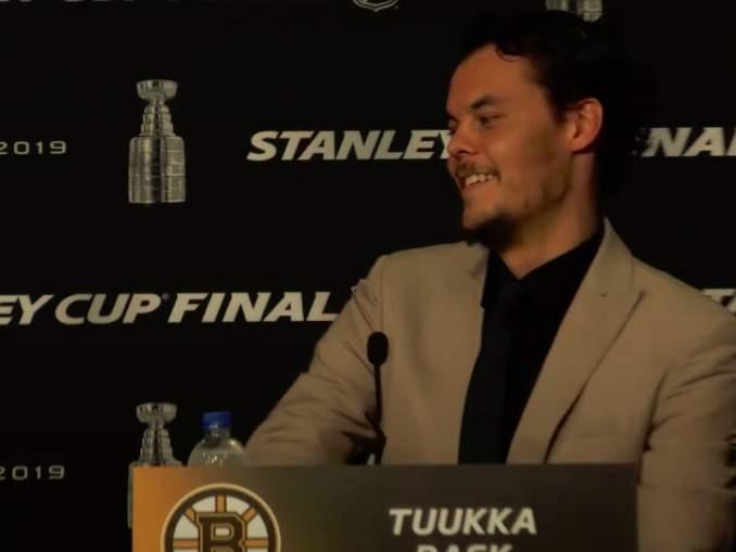 Siinä, missä muut pelaajat lähtivät täysien laukkujen kanssa kohti pelikaupunkeja, Tuukka Rask matkasi Torontoon tyhjin käsin.