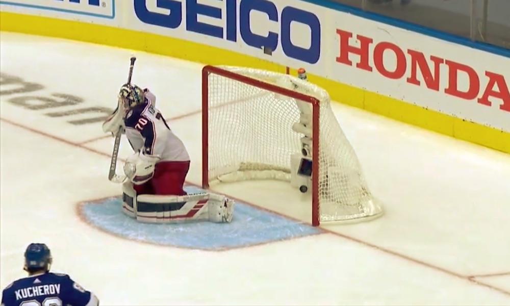 Joonas Korpisalolla 85 torjuntaa NHL:n historian neljänneksi pisimmässä ottelussa; lopputuloksena karvas tappio Tampa Bay Lightningille.