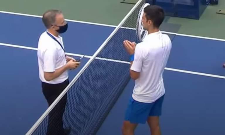 Novak Djokovic diskattiin US Openista sunnuntai-iltana. Tenniksen maailmanlistan ykkönen latasi pallolla linjatuomaria kurkkuun.