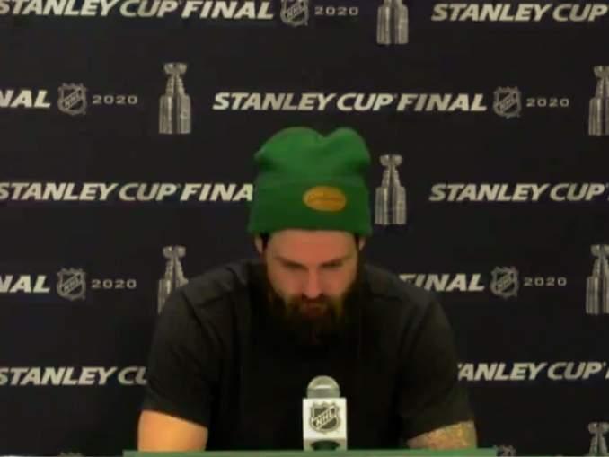 Dallas Starsin kapteeni Jamie Benn romahti haastattelussa, jonka hän antoi tappioon päättyneen ratkaisevan Stanley Cup -finaalin jälkeen.