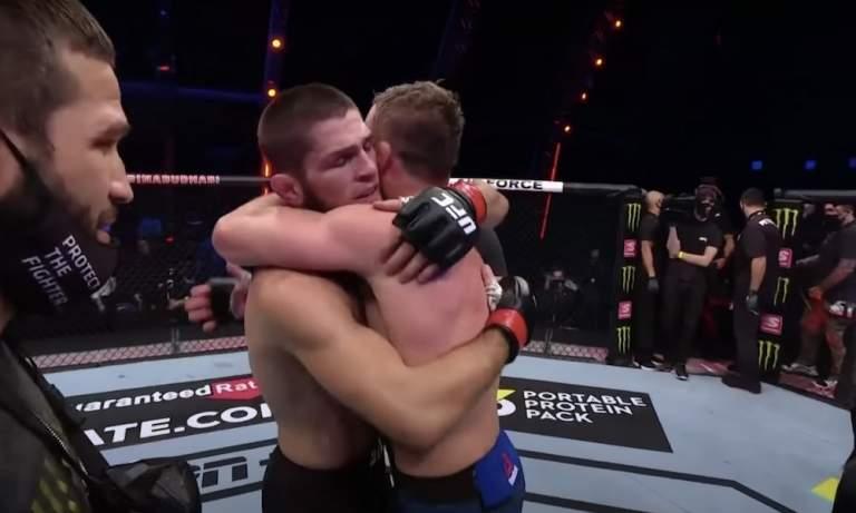 Khabib ilmoitti UFC-uransa päättyneen, kun hän nappasi itselleen maailmanmestaruusvyön päihittämällä Justin Gaethjen.