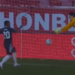 VIDEO: Miten Vinícius Júnior pystyi mokaamaan? Pommitti pallosta ohi   Urheiluvedot.com
