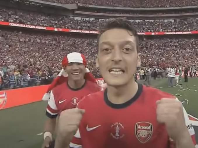 Mesut Özil oli aikanaan yksi parhaista - upea video kaudelta 15/16.