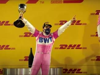 Sergio Perez siirtyy Red Bullille ja ottaa tallin kolmoskuljettajaksi putoavan Alexander Albonin paikan.