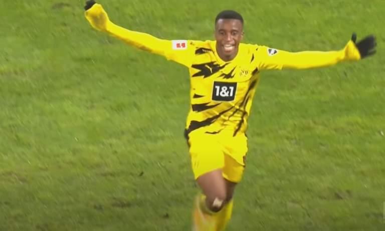 Youssoufa Moukoko Bundesliigan nuorin maalintekijä - upea maali.