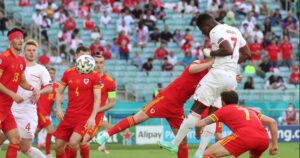 Italia otti A-lohkon ykkössijan haltuunsa voitolla – Sveitsi tuhlaili Walesia vastaan
